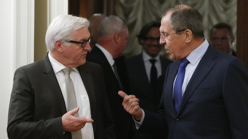 Ukraine-Konflikt: Bundesaußenminister Frank-Walter Steinmeier und seinem russischen Kollegen Sergei Lawrow in Moskau