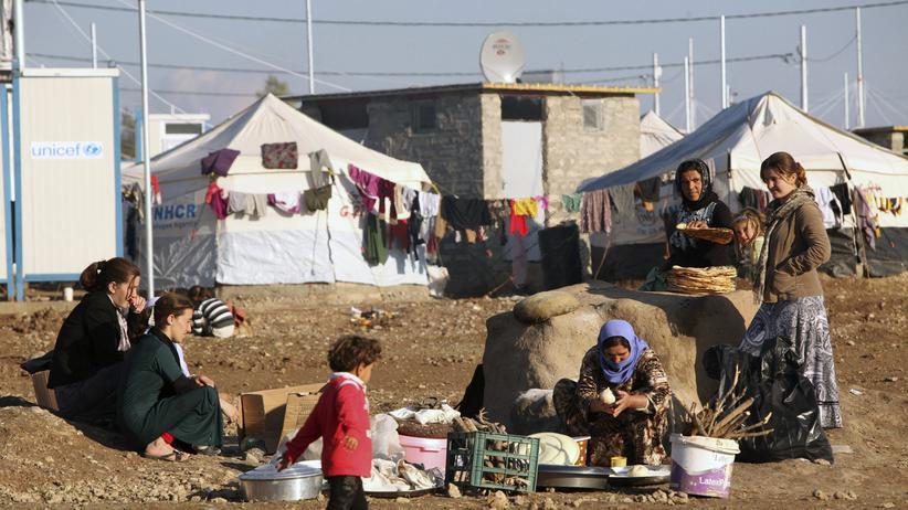 Irak: Diese Jesiden in einem Flüchtlingscamp der Dohuk-Provinz können vielleicht schon bald in ihre Heimat in den Sindschar-Bergen zurückkehren.