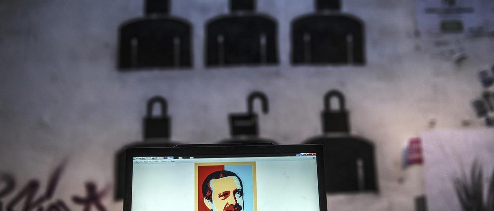 Ein Bild eines erdoğankritischen Graffiti in Istanbul