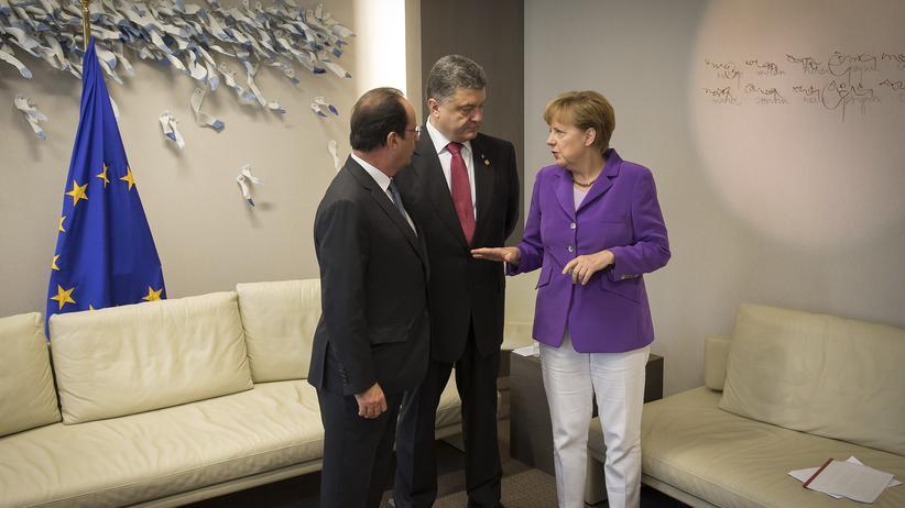 Ukraine: Frankreichs Präsident François Hollande, der ukrainische Staatschef Petro Poroschenko und Bundeskanzlerin Angela Merkel (Archivbild)