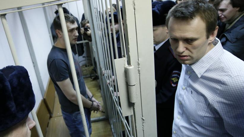 Russland: Alexej Navalny (r) und sein Bruder Oleg