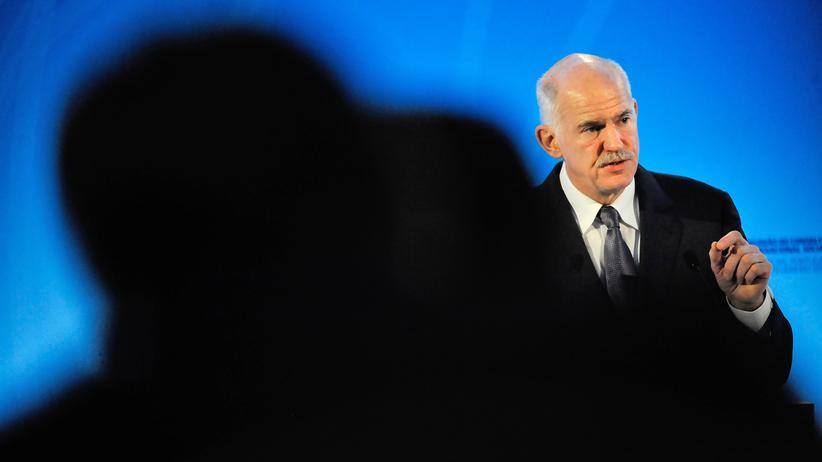 Griechenland: Former Greek Prime Minister and President of the Socialist International (SI) George Papandreou speaks during the Council of the Socialist International in Cascais on February 4, 2013.