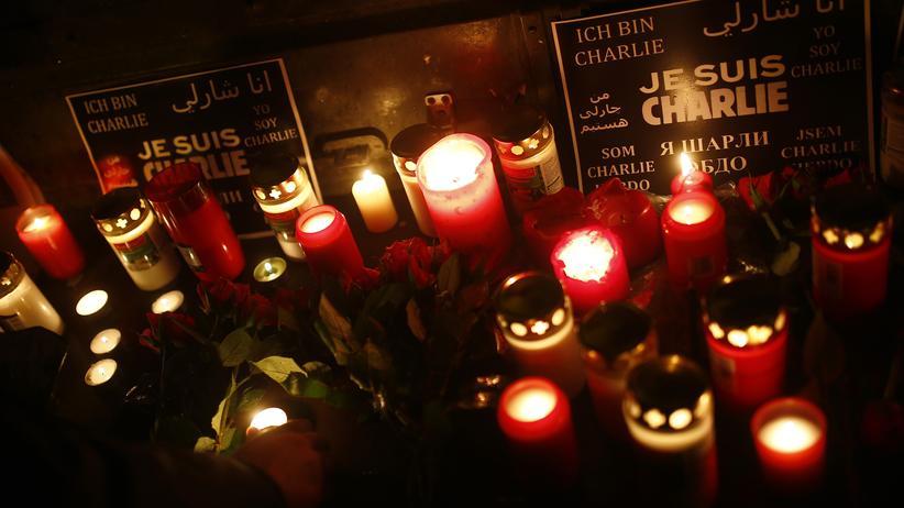 """Politik, Anschlag """"Charlie Hebdo"""", Anschlag, François Hollande, Paris, Frankreich, Terrorgefahr, Islamistischer Terrorismus"""