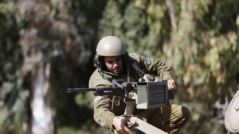 Golanhöhen: Ein Soldat der israelischen Armee an der Grenze zum Libanon