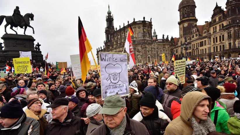 Pegida: Teilnehmer der Pegida-Demonstration in Dresden