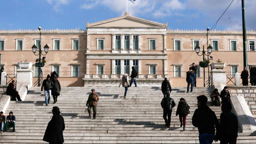 Griechenland: Eine Athener Straßenszene vor dem Parlamentsgebäude