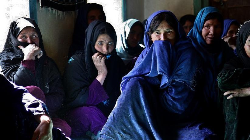 Frauen in Afghanistan: Eine Frauen-Schura, eine Art weiblicher Gemeinderat, in einem Dorf in der Provinz Daikundi