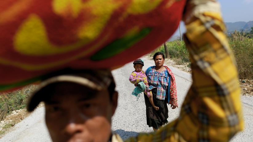 Rebellen-Kämpfe: Politik, Rebellen-Kämpfe, Myanmar, Ausnahmezustand, China, Streitkräfte, Flüchtling