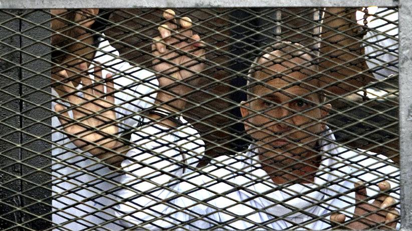 Der australische Journalist Peter Greste während seines Gerichtsprozesses in Kairo