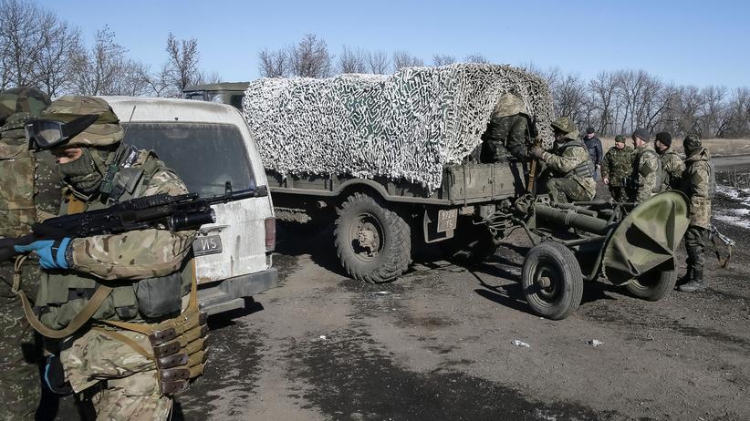 Ukraine-Krieg: Ukrainische Soldaten, die aus Debalzewe abgezogen sind, in der Nähe von Artemiwsk