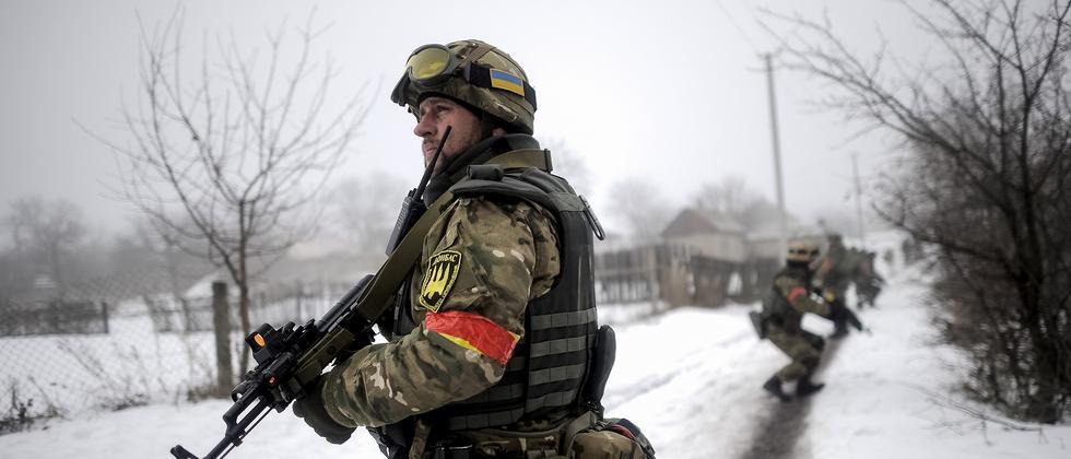 Ukrainische Soldaten bei einer Patrouille Ende Januar in der Ostukraine