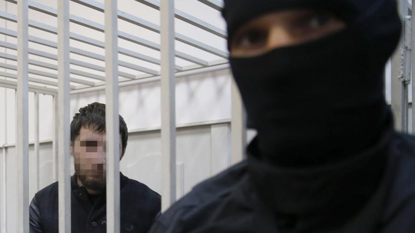 Mordfall Nemzow: Der geständige Verdächtige Saur D. (links)