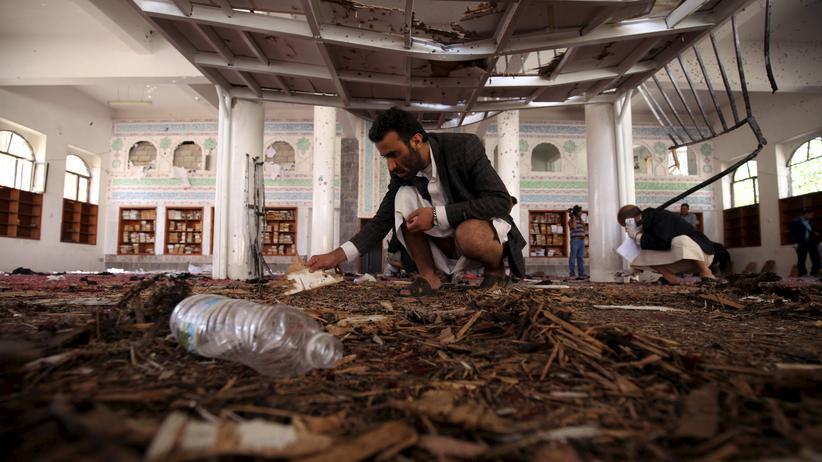 Untersuchungen nach einem Anschlag in einer Moschee in Sanaa