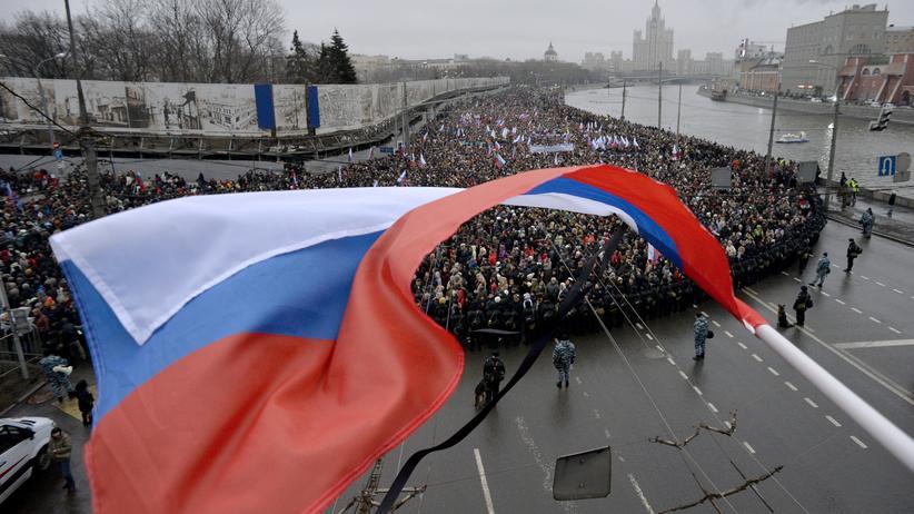 Demonstranten beim Trauermarsch für den ermordeten Oppositionellen Boris Nemzow