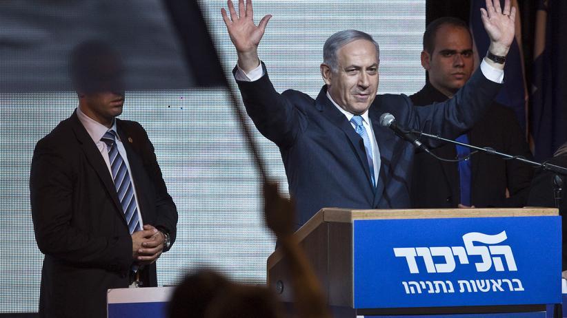 Israel: Der israelische Regierungschef Benjamin Netanjahu erklärt sich vor seinen Anhängern in Tel Aviv zum Wahlsieger.