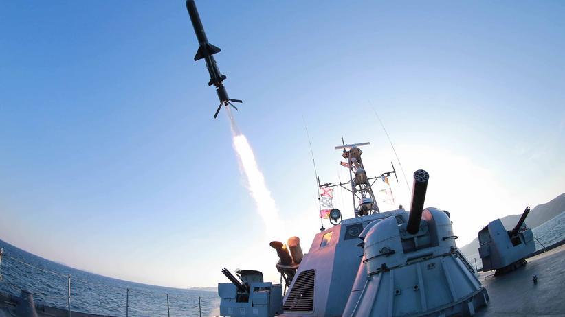 Manöver: Provokation? Test einer nordkoreanischen Rakete, in diesem Fall von einem Schiff aus