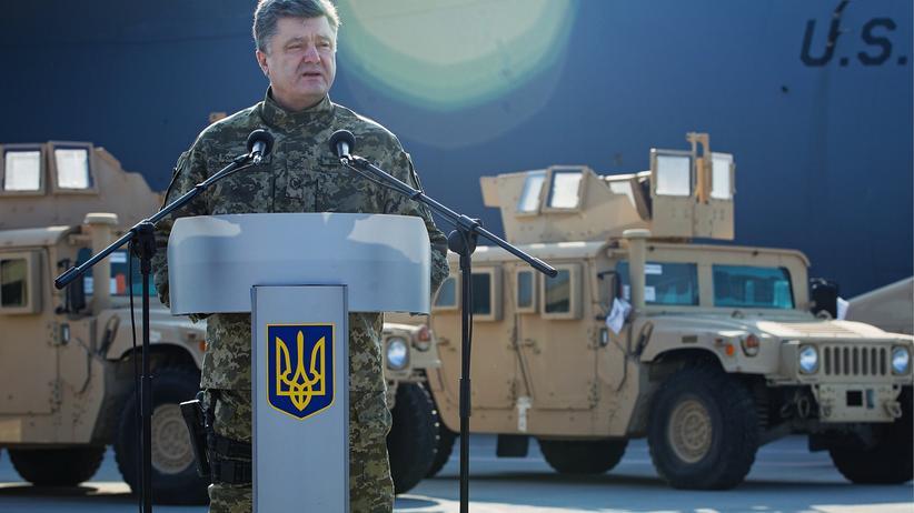 Der ukrainische Präsident Petro Poroshenko am 25. März auf dem Flughafen in Kiew während einer Rede