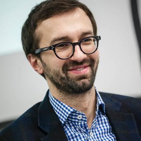 """Ukraine: Sergej Leschtschenko gehört dem Anti-Korruptionskomitee der Werchowna Rada an. Von 2000-2014 war er investigativer Journalist bei der der Tageszeitung """"Ukrayinska Prawda""""."""