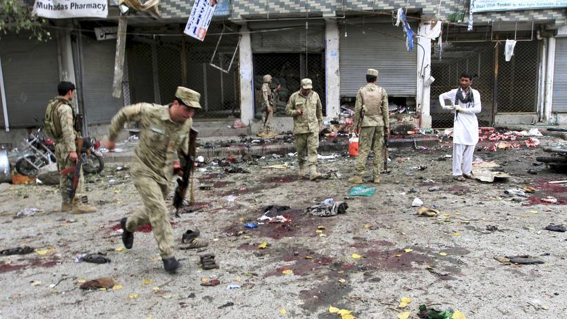 Afghanistan: 33 Tote, über hundert Verletzte: Nach dem Selbstmordanschlag vor einer Bank in Dschalalabad in Afghanistan