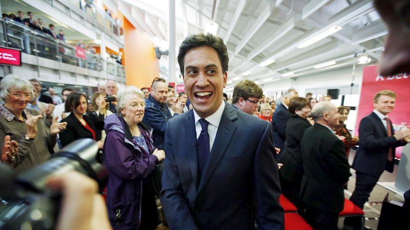Wahlkampf: Der Chef der britischen Labour-Partei Ed Miliband beim Wahlkampf in der Stadt Warwick
