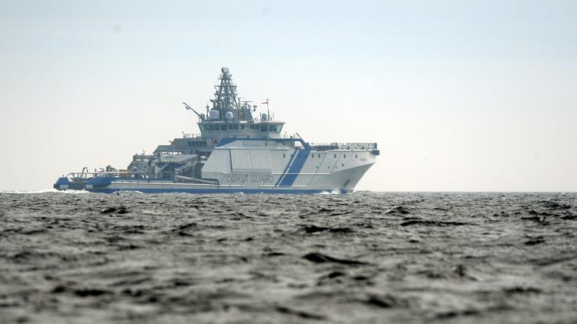 Helsinki: Ein Schiff der finnischen Marine vor der Küste von Helsinki