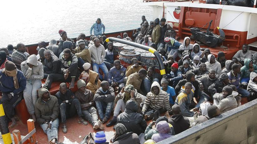 Libyen: Flüchtlinge erreichen im Februar den Hafen von Pozzallo in Sizilien.