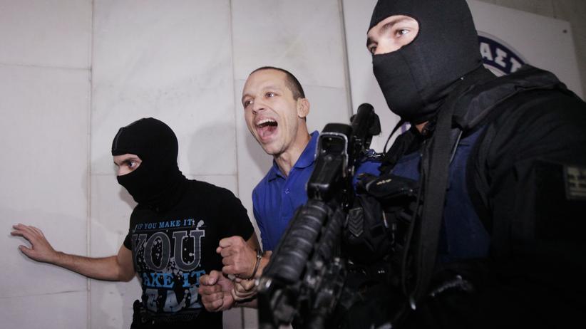 Der Parteisprecher Ilias Kassidiaris während seiner Festnahme im Jahr 2013