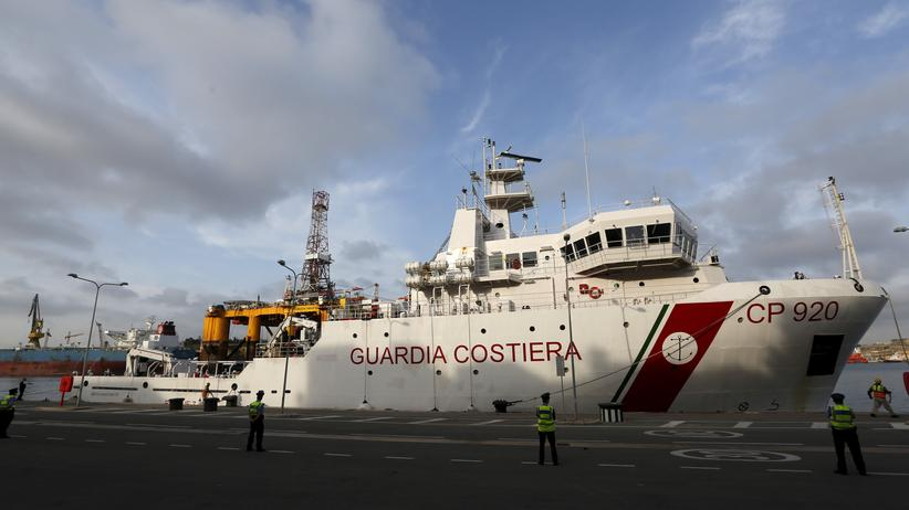 Schiffsunglück im Mittelmeer: Gesellschaft, Schiffsunglück im Mittelmeer, Flüchtling, Hafen, Katastrophe, Menschenhandel, Italien, Mittelmeer