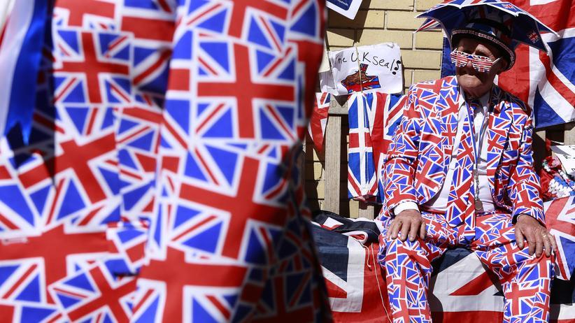 Wahlkampf: Britannien über alles: Royalisten mit britischen Fahnen in London