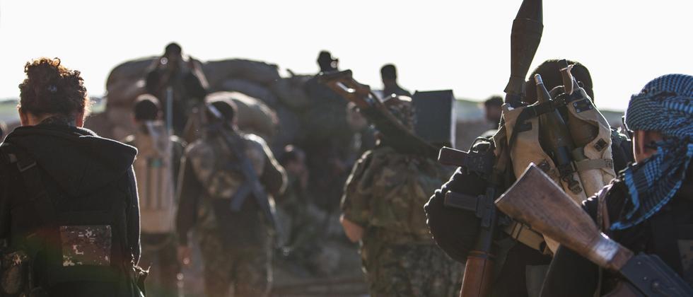 Bewaffnete Kämpfer der kurdischen Partei in Syrien