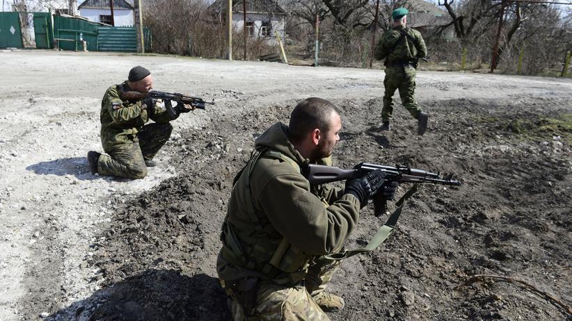 Soldaten der selbsternannten Donezker Volksrepublik in der Nähe der südukrainischen Stadt Mariupol