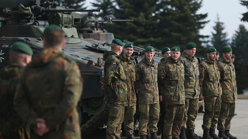 Politik, Bundeswehr, Ursula von der Leyen, Bundeswehr, Thomas de Maizière, Verteidigungsministerium, Eurofighter, KPMG, Franz Josef Jung
