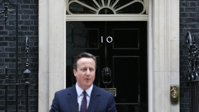 Wahl in Großbritannien: Premierminister und Wahlsieger David Cameron vor seinem Amtssitz Downing Street 10