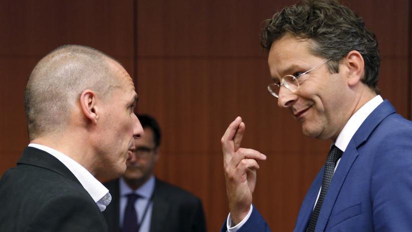 Schuldenkrise: Eurogruppen-Chef Jeroen Dijsselbloem im Gespräch mit Griechenlands Finanzminister Yanis Varoufakis