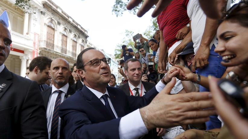 Frankreichs Staatschef François Hollande besucht Kuba.