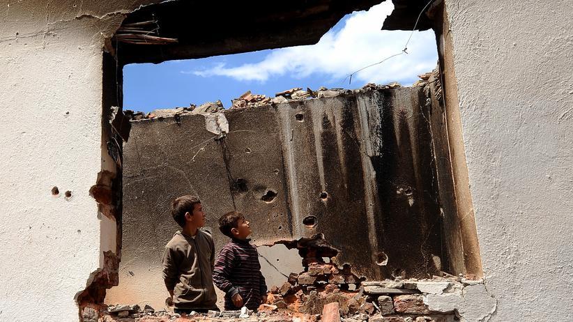 Mazedonien: Zertrümmerte Häuser, zerrütteter Staat