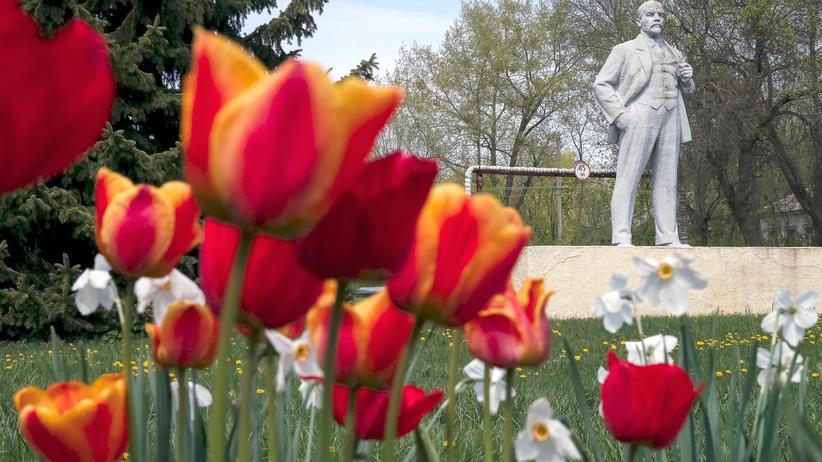 Kiew: Eine Lenin-Statue im Norden der Ukraine: Sowjetische Denkmäler sind künftig verboten.