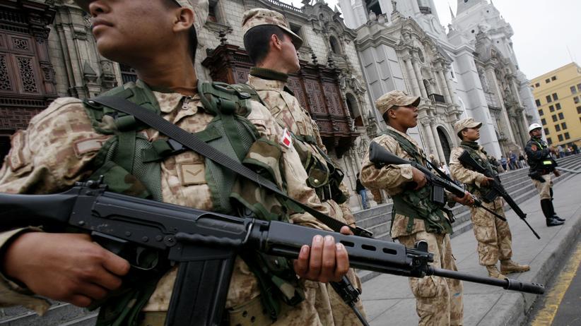 Peruanische Soldaten (Archivbild)