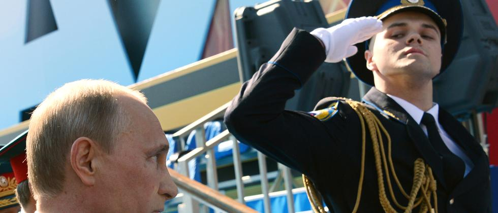 So war es im vergangenen Jahr: Russlands Präsident Wladimir Putin bei der Parade am 9. Mai 2014 in Moskau.