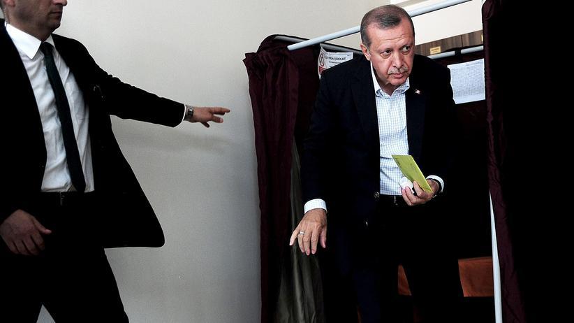 Politik, AKP, Recep Tayyip Erdoğan, Ahmet Davutoğlu, AKP, Ministerpräsident, Präsident, Recep Tayyip Erdoğan, Türkei, Volksparteien