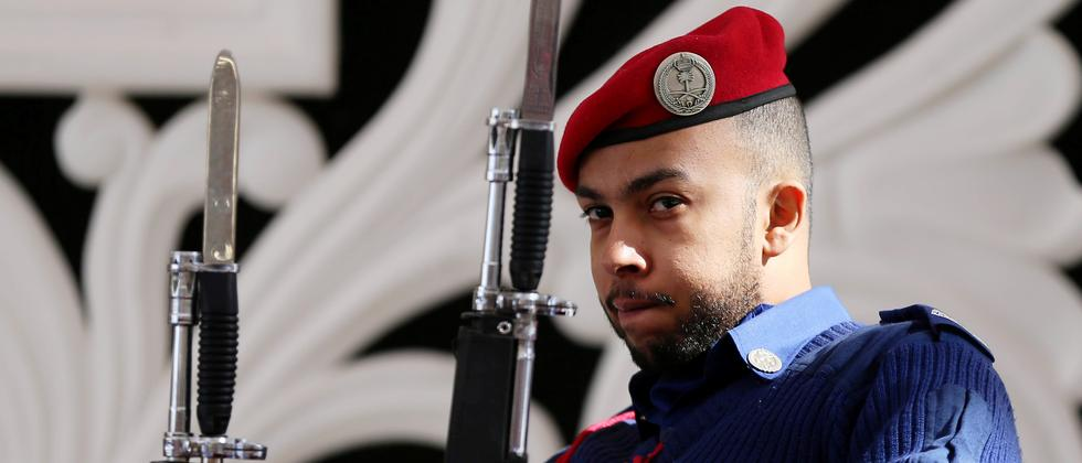 Ein saudischer Sicherheitsbeamter in Riad