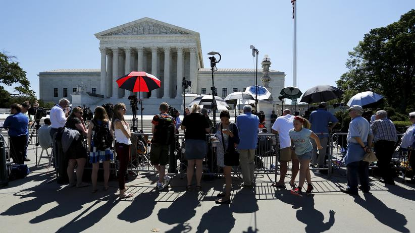 USA: Journalisten vor dem Supreme Court in Washington, D.C.