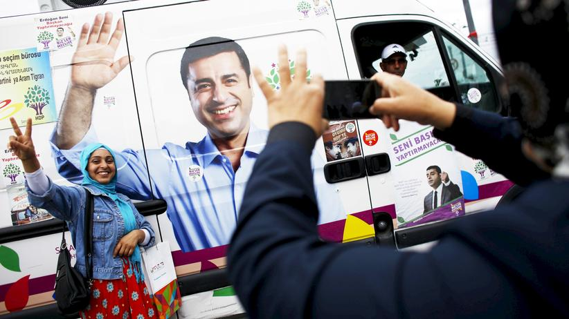 Türkei-Wahl: Unterstützer der pro-kurdischen Partei HDF in Istanbul