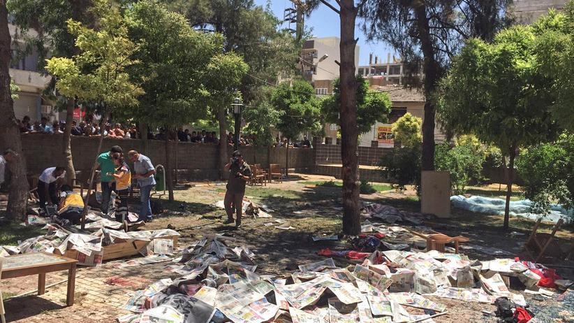 Türkei: Bei einer Explosion im Garten eines Gemeindezentrums in der südtürkischen Stadt Suruç sind mehrere Menschen getötet worden.