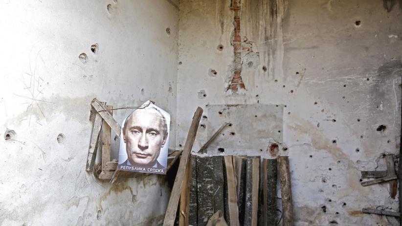 Ein Poster mit dem Bild von Wladimir Putin.