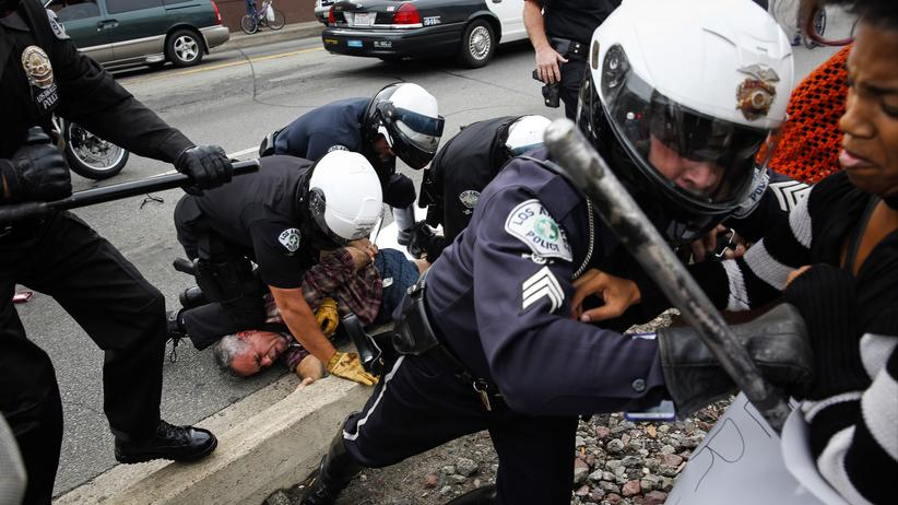 Polizeigewalt in den USA: Angst im Nacken, Waffe in der Hand