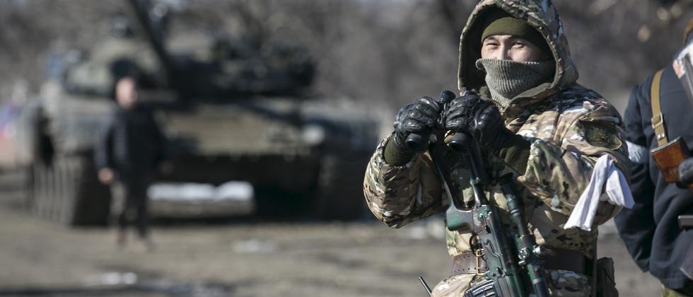 Ein Soldat der selbsternannten Donezker Volksrepublik (DNR) im Mai 2015
