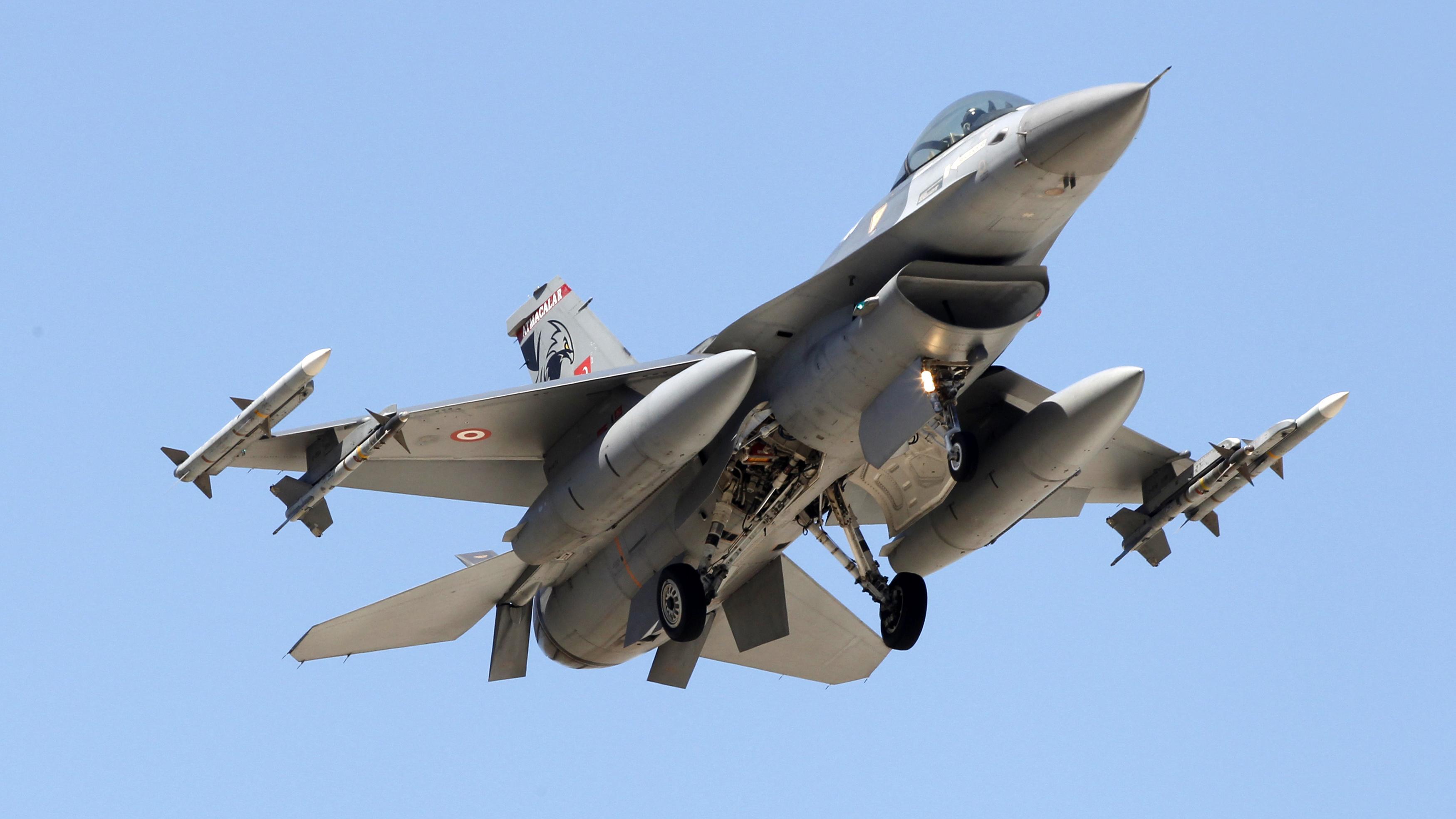 Türkische Kampfjets greifen erstmals IS-Stellungen an