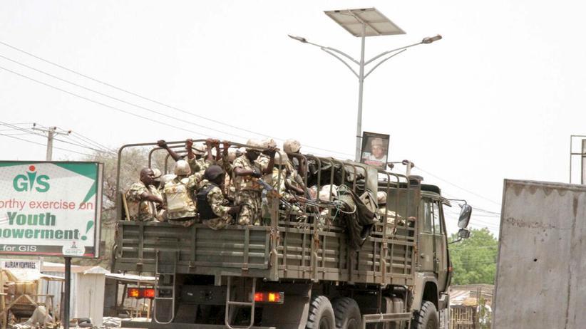 Boko Haram: Soldaten in Nigeria: Eine internationale Militärkoalition kämpft gegen Boko Haram.