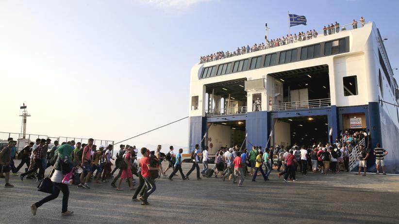 Flucht: Fähre bringt Flüchtlinge von der Insel Kos nach Athen